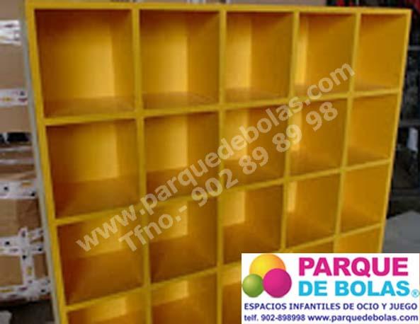 Mueble zapatero recepción 20 casillas. Medidas 120x25x105 cm.